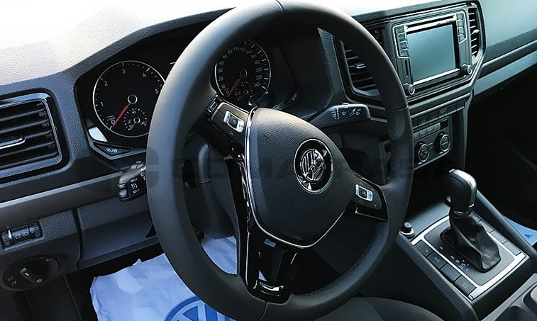 VW Amarok interior delante