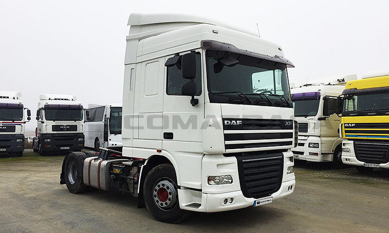 DAF FT XF lateral derecho