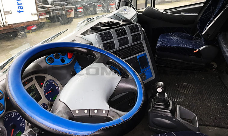 lado conductor Iveco AS440
