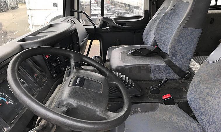 Interior delante Volvo FL6
