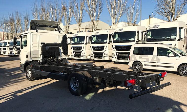 lateral izquierdo MAN TGL 12220 4x2 BL Chasis camión