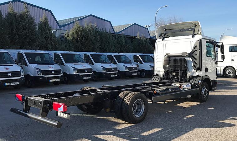 lateral derecho MAN TGL 12220 4x2 BL Chasis camión