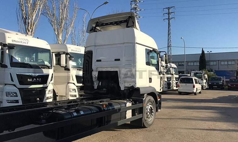 lateral derecho MAN TGM 12220 4x2 BL Chasis Camión