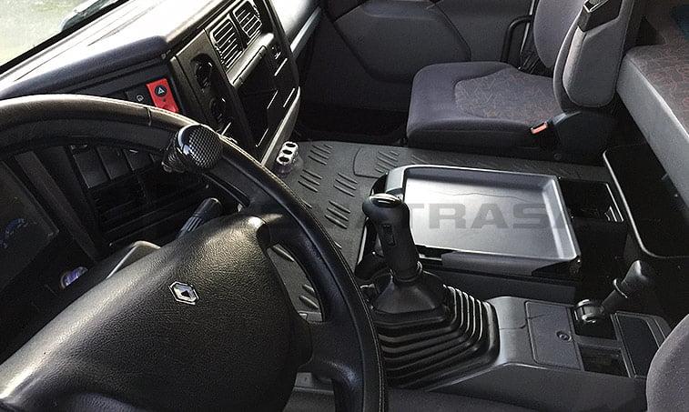interior Renault 420.18