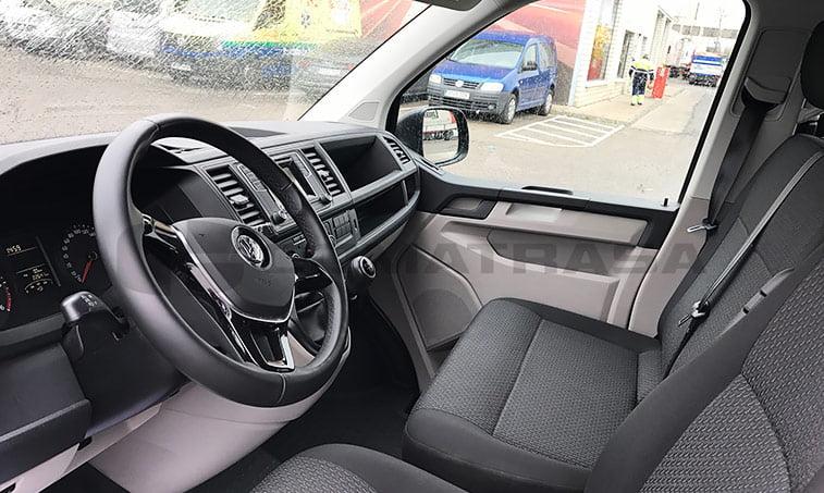 interior delantero VW Caravelle Trendline 2016 mayo