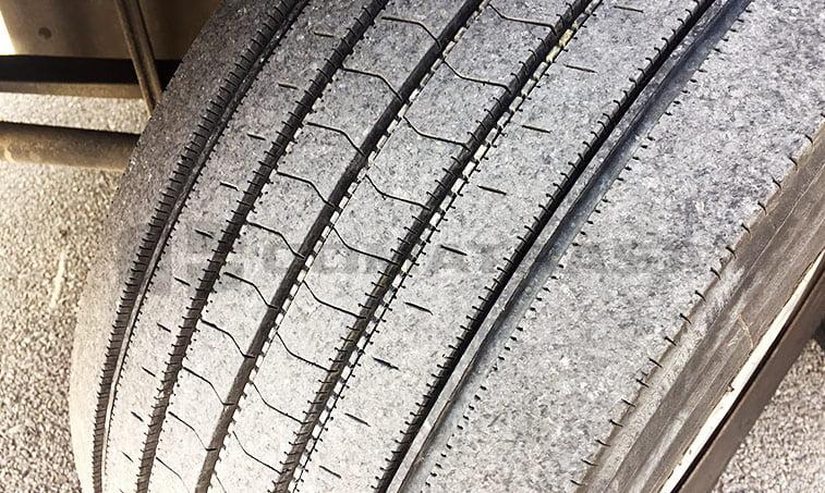 neumáticos delanteros MAN TGX 18440 4x2 BLS Cabeza Tractora (2013)