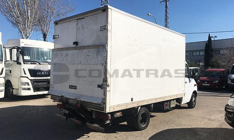 lateral derecho Mercedes 413 CDI Camión caja cerrada