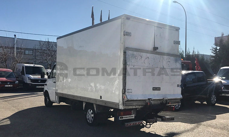 lateral izquierdo Mercedes 413 CDI Camión caja cerrada
