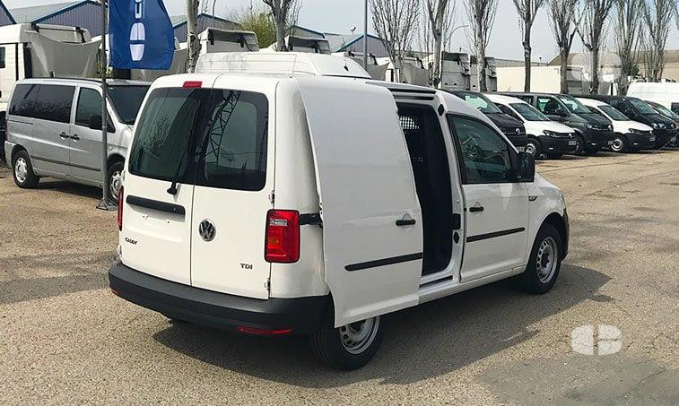 VW Caddy Profesional 2.0 TDI 102 CV Furgón 2017lateral derecho