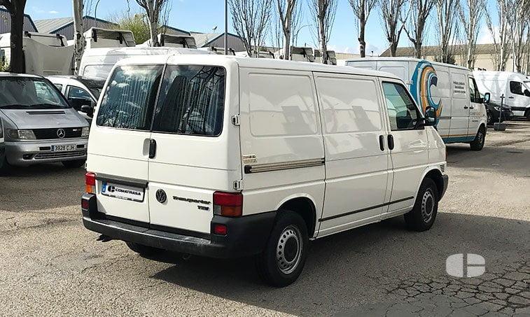 VW Transporter 2.5 TDI 88 CV Furgón lateral derecho