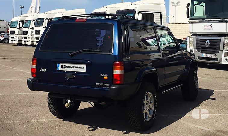 Jeep Cherokee Sport XJ 2.5 TD 115 CV lateral derecho