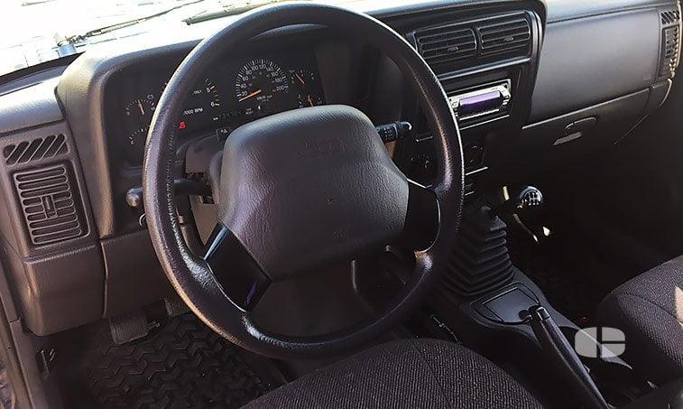 Jeep Cherokee Sport XJ 2.5 TD 115 CV interior