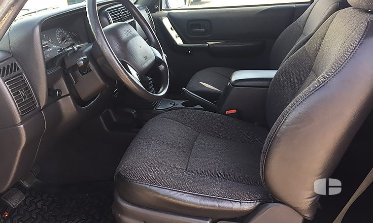 Jeep Cherokee Sport XJ 2.5 TD 115 CV asientos delanteros