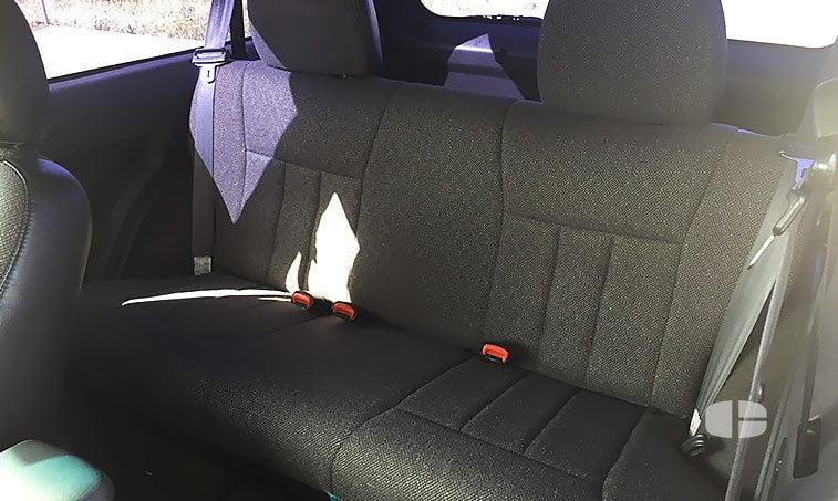 Jeep Cherokee Sport XJ 2.5 TD 115 CV asientos traseros