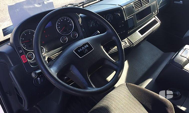 interior MAN TGL 12220 4x2 BL Trampilla Palfinger
