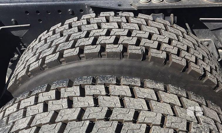 MAN TGX 18440 4x2 BLS Cabeza Tractora 2013 neumáticos