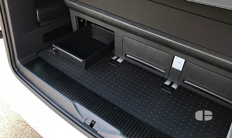 VW Multivan Outdoor 2.0 TDI 102 CV Batalla Corta asientos traseros