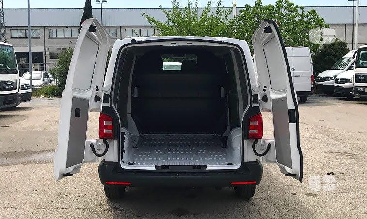 VW Transporter 2.0 TDI 84 CV 2017 zona carga