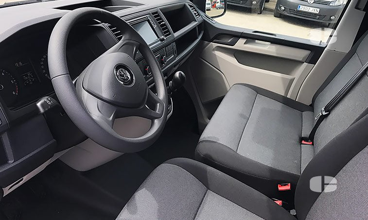 VW Transporter 2.0 TDI 84 CV 2017 interior