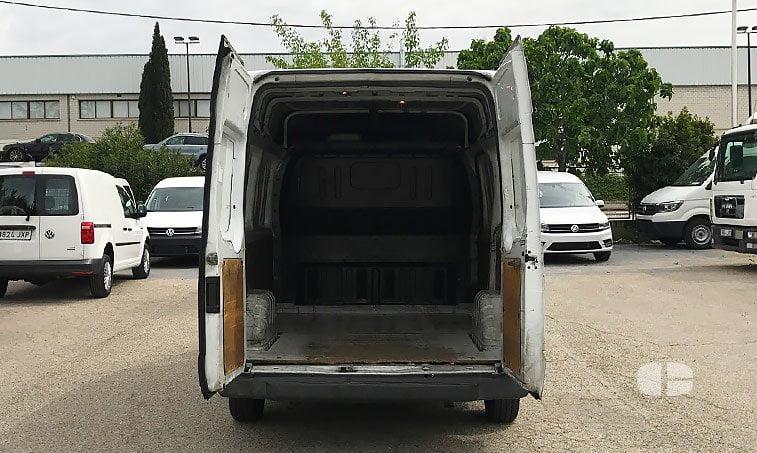 Ford Transit 260 S 2.2 TD 110 CV zona de carga