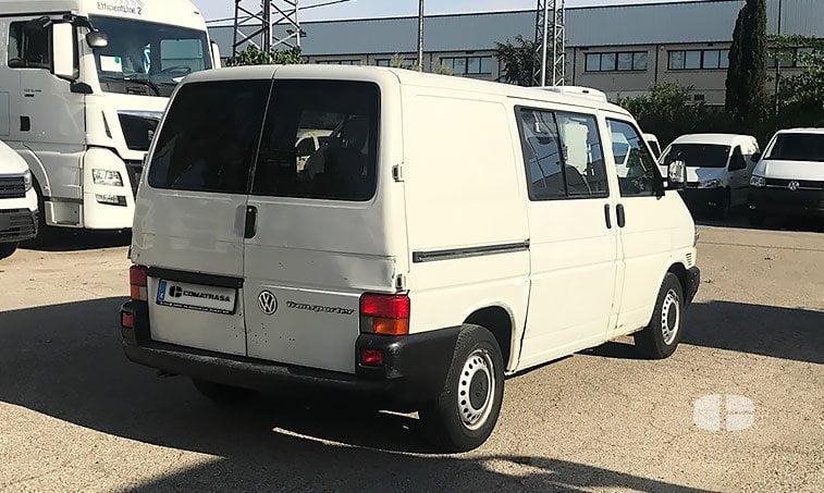VW Transporter Kombi 1.9 TD 68 CV lateral derecho