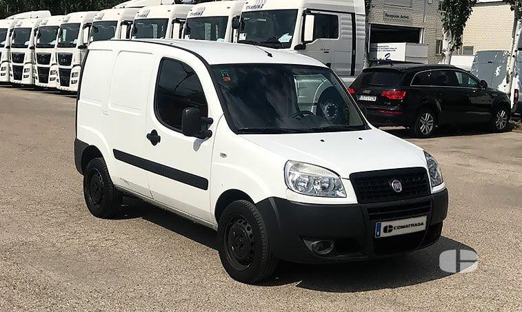 Fiat Doblo 1.3 JTD 75 CV derecha