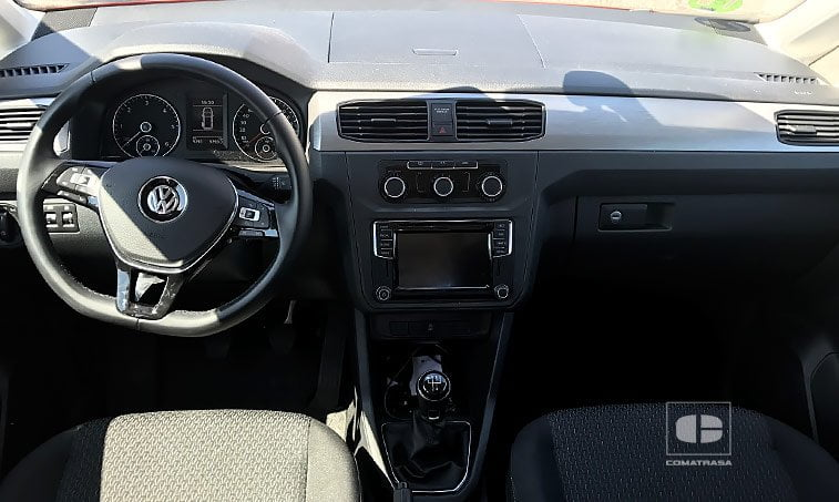 interior VW Caddy Trendline 2.0 TDI 102 CV Mixto