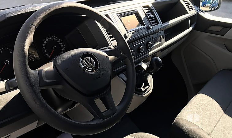 interior VW Transporter 2.0 TDI 102 CV Batalla Corta