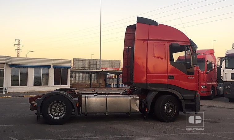 lateral derecho Iveco Stralis AS 440 S 48 T