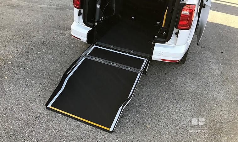 VW Caddy Maxi Trendline 2.0 TDI 102 CV (Preparación TAXI) rampa abatible