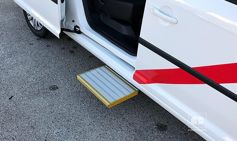 peldaño lateral VW Caddy Maxi Trendline 2.0 TDI 102 CV (Preparación TAXI)