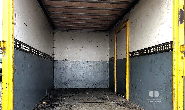 zona de carga Nissan Cabstar TL 110.35 Camión Caja Cerrada