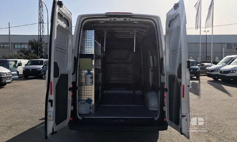 zona de carga VW Crafter 35 L3H2 2.0 TDI 140 CV Furgón