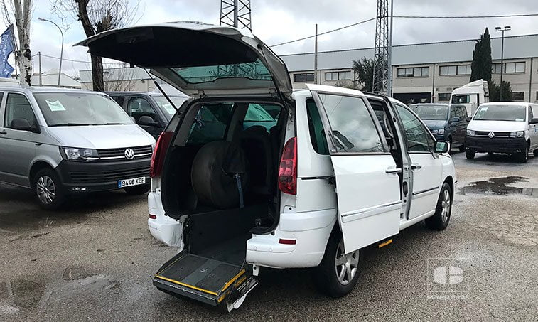 lateral derecho Peugeot 807 2.0 HDI 120 CV adaptado discapacitados
