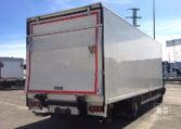 lateral derecho MAN TGL 12180 4x2 BB Camión con trampilla elevadora