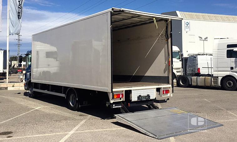 MAN TGL 12180 4x2 BB Camión con trampilla elevadora Dhollandia