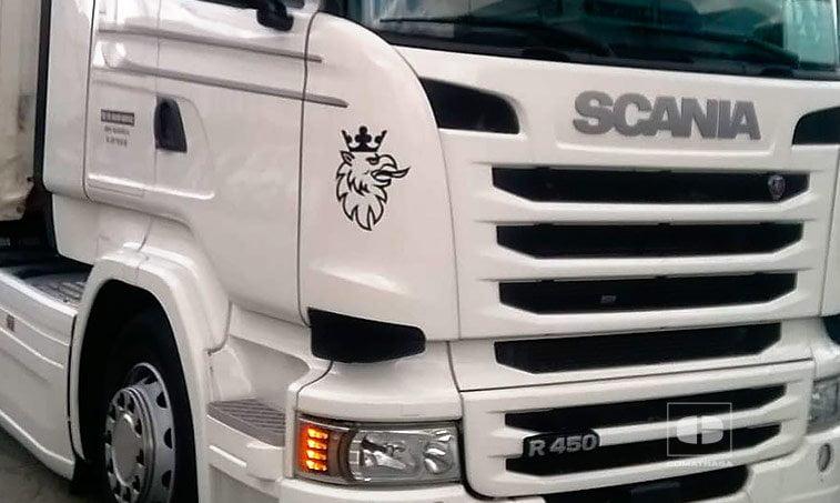 Scania R450 y remolque Tauliner