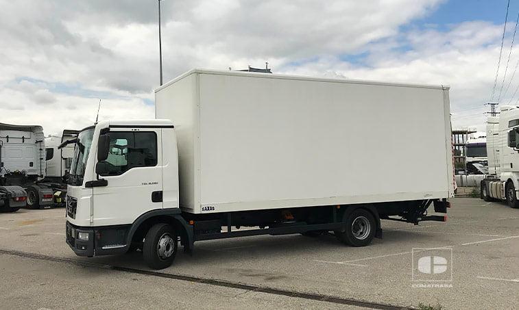 lateral izquierdo MAN TGL 8180 4x2 BL Camión Caja Cerrada Trampilla 2015