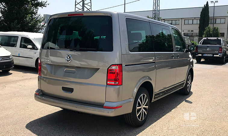 lateral derecho VW Multivan Outdoor DSG 2.0 TDI 150 CV Batalla Corta 2018