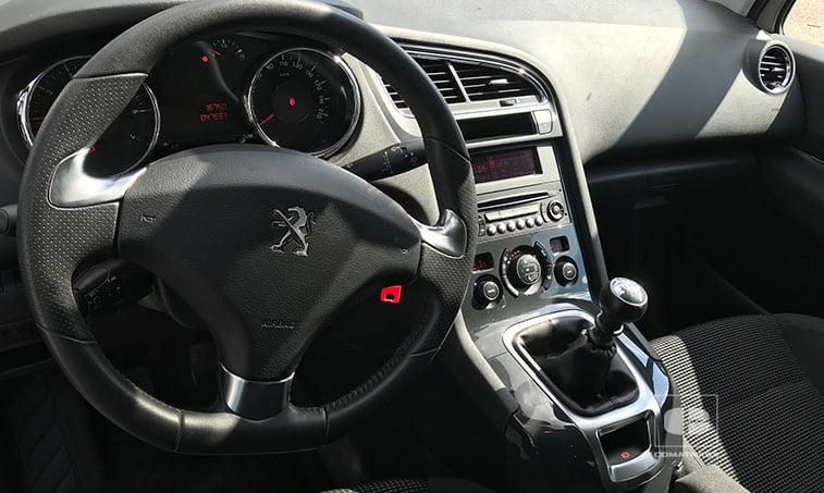 interior Peugeot 5008 1.2 Pure Tech 130 CV (gasolina) 2016