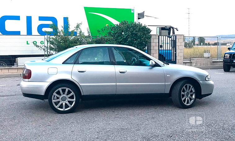 lateral Audi A4 QUATTRO 1.9 TDI 110 CV
