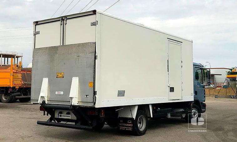 lateral derecho MAN TGL 10180 4x2 BB Caja cerrada con trampilla elevadora