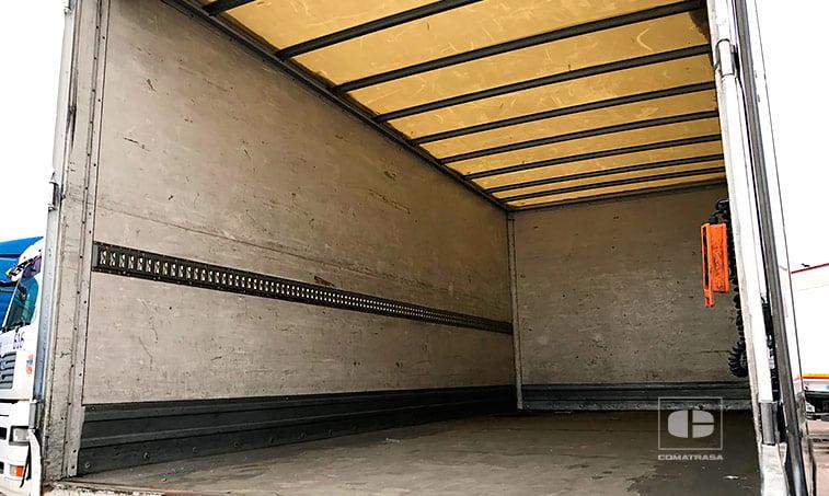 MAN TGL 10180 4x2 BB interior caja cerrada