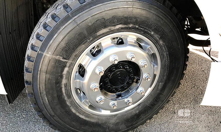 neumáticos delanteros Tractora MAN TGX 18480 4x2 BLS Equipo Hidráulico
