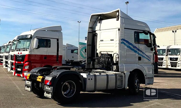 lateral derecho Tractora MAN TGX 18480 4x2 BLS Equipo Hidráulico