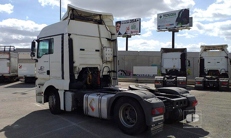 lateral izquierdo Tractora MAN TGX 18440 4x2 BLS