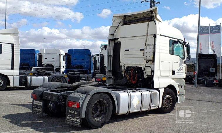 lateral derecho Tractora MAN TGX 18440 4x2 BLS