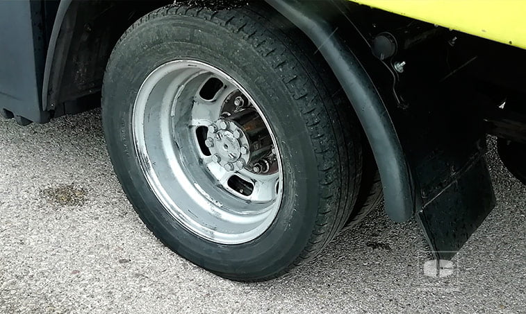 neumaticos traseros Nissan Cabstar TL 110.45 3.0 D 125 CV Portavehículos