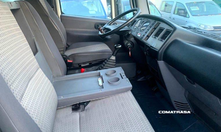 interior Nissan Atleon TK3.35