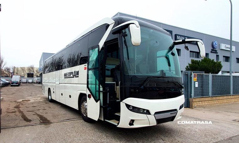 Autobús Neoplan Tourliner P21